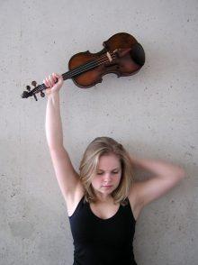 Diamanda Dramm, violinist